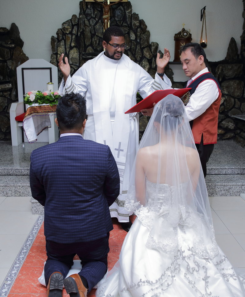 神父證婚上帝見證