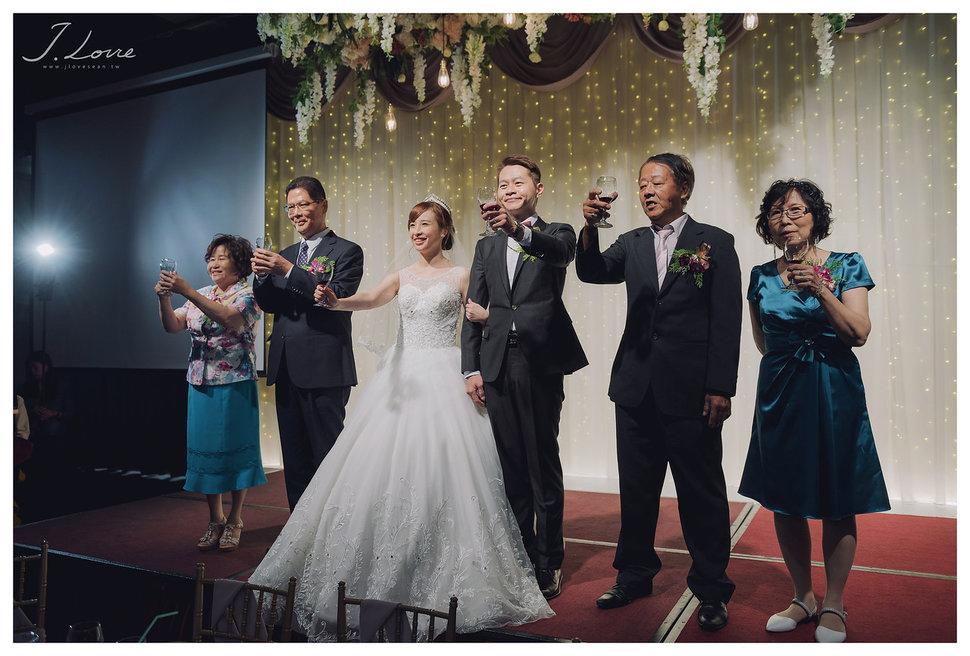 《台北婚攝》淚光中的幸福模樣 _ 民權16香榭玫瑰園 (45) - J-Love 婚禮攝影團隊《結婚吧》
