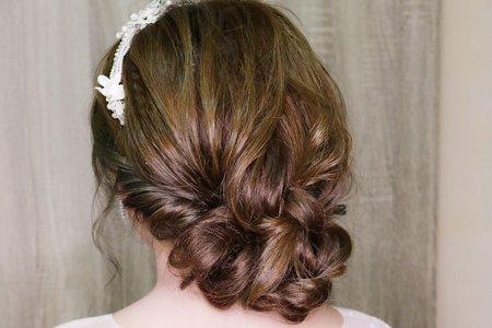 白紗低盤髮造型