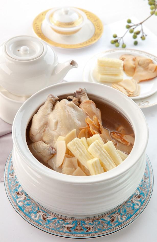 淮山竹笙燉土雞
