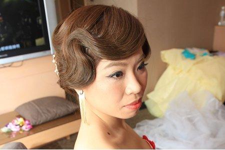 台北新竹新娘秘書Miki 百變新娘造型靖晞 (韓風新娘,復古指推波浪,甜美花圈)