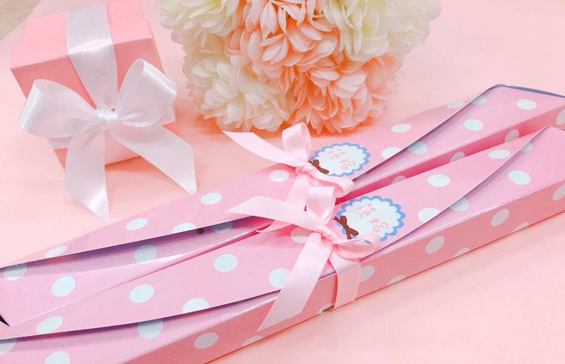 1ff91ae0e4d6 甜美點點蝴蝶結筷架組合-粉- 心幸福-手工客製婚禮小物- 結婚吧