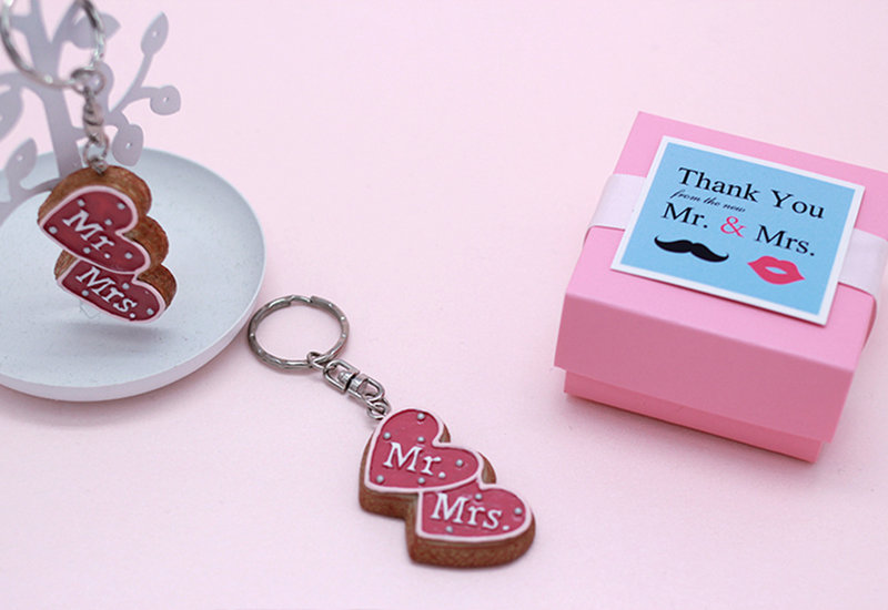 df1f80c634b3 Mr.& Mrs. 餅乾造型鑰匙圈- 心幸福-手工客製婚禮小物- 結婚吧
