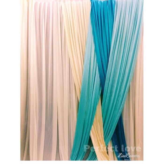 #深淺藍色搭配乳白與米白布幔組