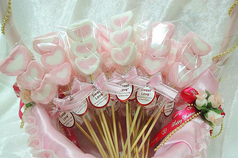 甜蜜可愛的 粉紅愛心棉花糖串