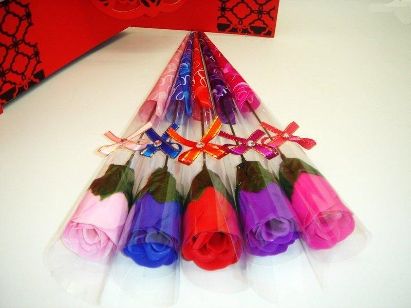 4色玫瑰花 仿真花 香皂花束(精裝版)