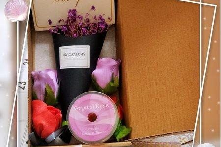 #限量現貨 這些是親手製作的、迷你可愛甜筒造型 - 乾燥花東禮盒,有兩款,因為客戶訂製後,還有剩一些材料,所以就想做一些些,看是否也會有朋友們喜歡呢~!謝謝!😊 #心情# #抒發# #最新動態# #我