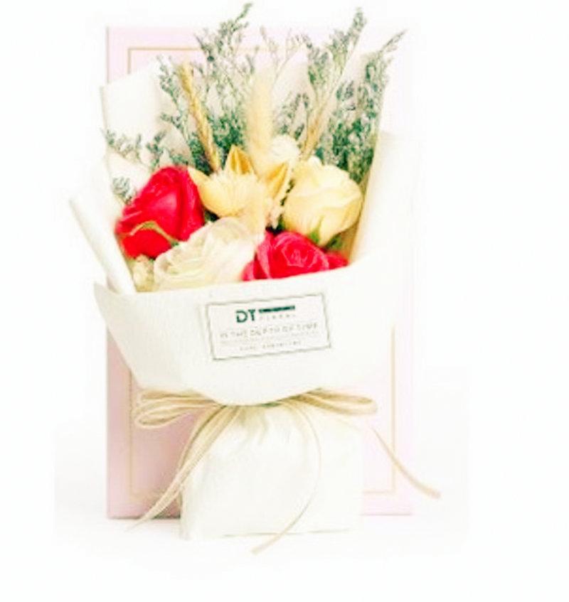 新進小禮 玫瑰花兔兔花束 玫瑰花束