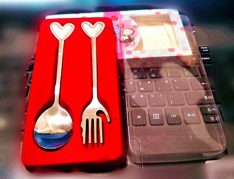 婚禮餐具 商標權-兩件式愛戀造型餐具禮盒作品