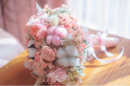 下訂新娘秘書送新娘乾燥捧花