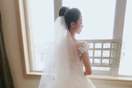 清新形象白紗高盤髮-婚禮現場側拍