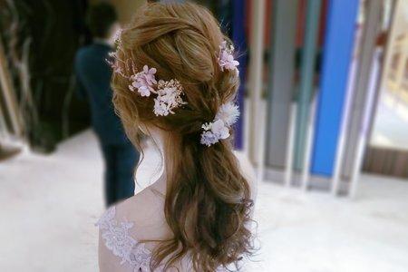 新娘造型-婚禮現場妝髮側拍