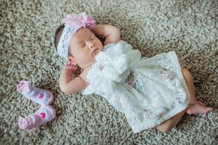 新生兒天使寶寶照