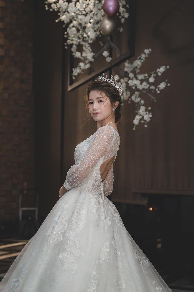 挑婚紗,白婚紗,頭飾,新娘造型