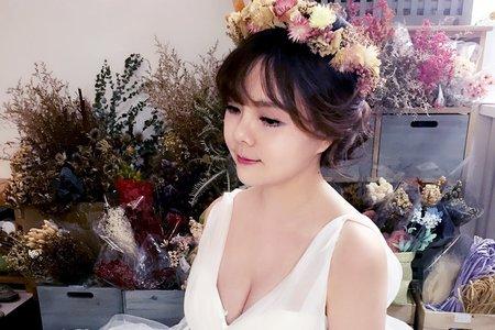 婚紗作品《花仙子浪漫低盤髮》