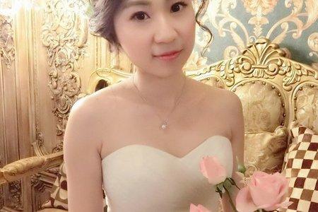 氣質新娘管管的婚紗造型記錄