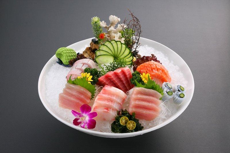 日式生魚片拼盤