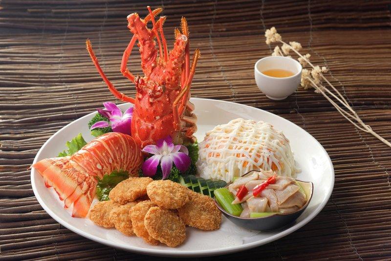 龍蝦沙律、脆皮蝦餅、象拔蚌 (三拼)