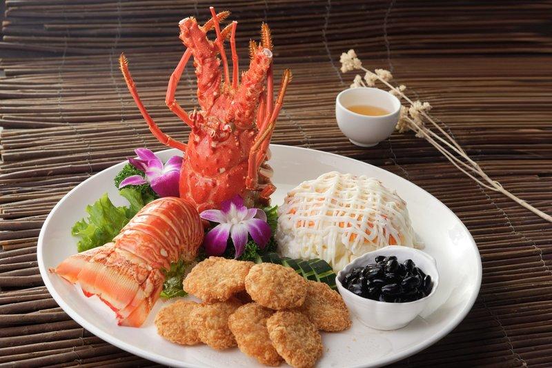 龍蝦沙律、脆皮蝦餅、日本黑豆 (三拼)