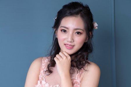 甜美粉色婚紗造型