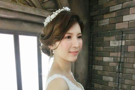 MINAMI~噴槍彩妝~優雅皇冠低盤髮