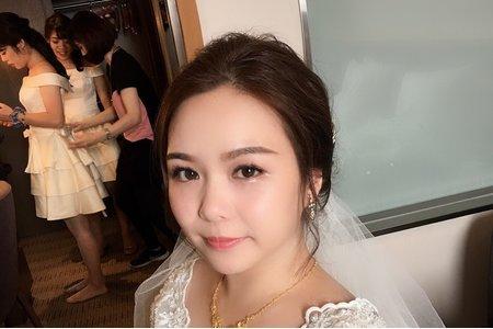 氣質優雅的新娘