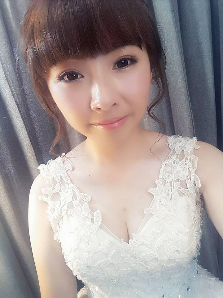 新娘創作造型 睫毛是一搓一搓種的喔