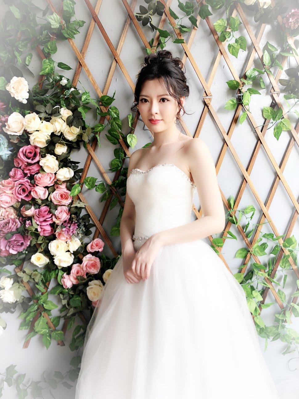 E46D670F-EC5C-4BD6-B39F-F31A5F74BE21 - YI MO 米米 makeup Stud《結婚吧》