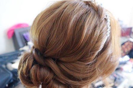 典雅低盤髮