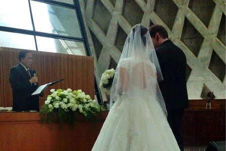 東海教堂的新娘婚禮造型-欣樺
