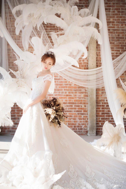 旋轉木馬手工精緻婚紗,禮服好看、風格多、拍出自然唯美婚紗照的旋轉木馬(台中)