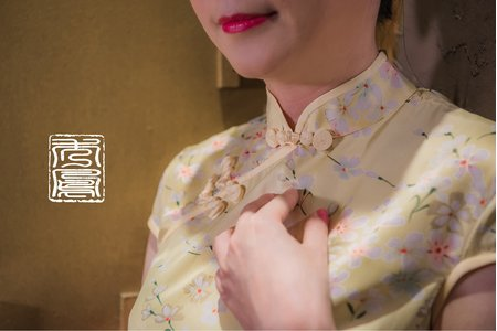淺黃花紋旗袍