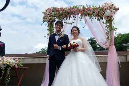 粉色證婚拱門