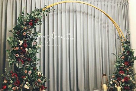 金色拱門花藝背景