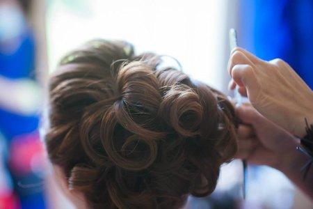 新娘妝髮作品:浪漫多層次捲髮-新秘千越