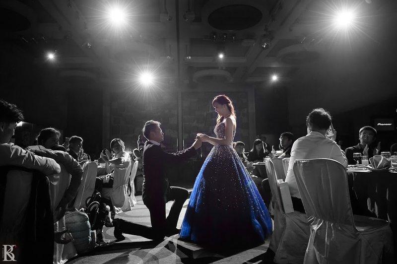 婚禮當天來個夢幻求婚(新娘:又驚又喜!)