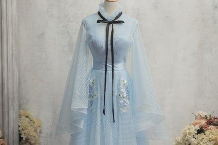 水藍色古典長袖禮服
