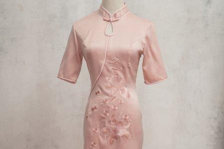 粉膚色旗袍