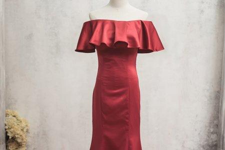 一字領酒紅色禮服