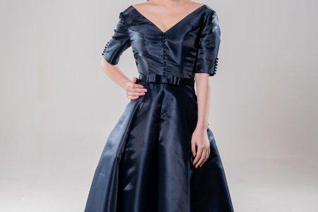 緞面V領短袖禮服