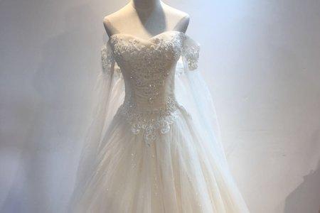 垂墜感長袖婚紗