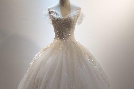 長拖尾鑲鑽簡約婚紗