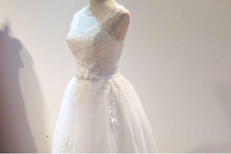 簡約小圓領蓬裙婚紗