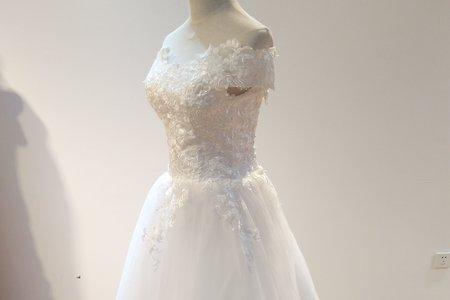典雅電繡花朵婚紗