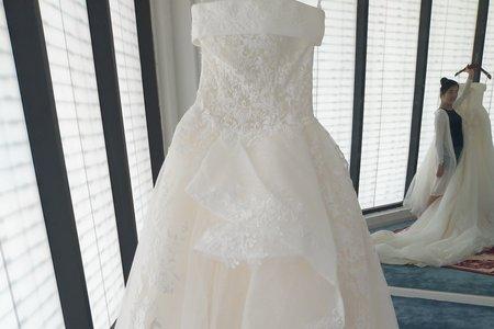 宮殿款長拖尾婚紗