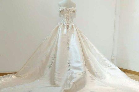 細緻蕾絲緞面婚紗