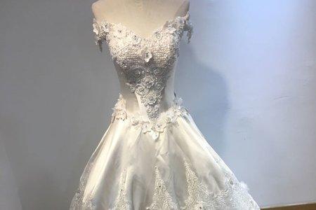 一字領宮廷式婚紗