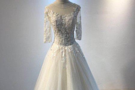 宮殿花紋七分袖婚紗