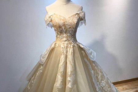宮殿款金色婚紗