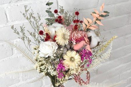 白粉色系乾燥捧花